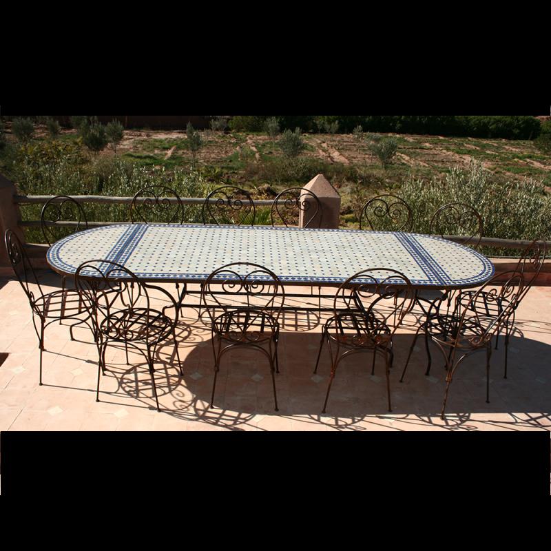 Table en mosaïque zellige ovale 3 m par 1 m et 12 Chaises fer forgé