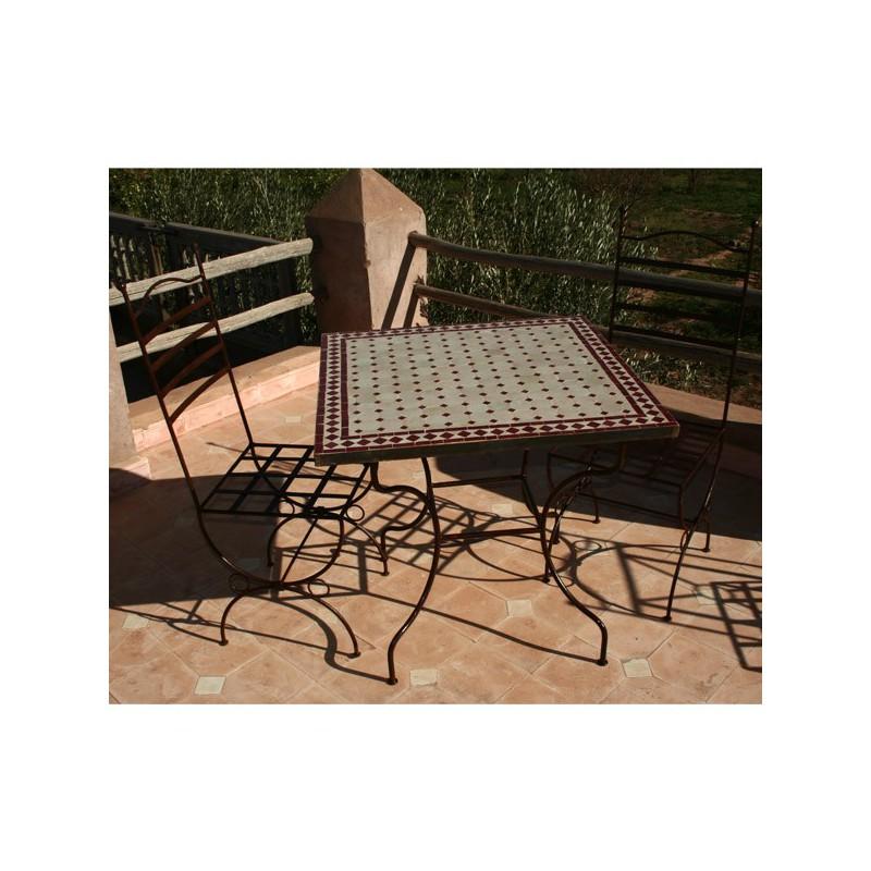 Table en zellige carrée 80/80 sur pied simple fer plein et 2 chaises marina