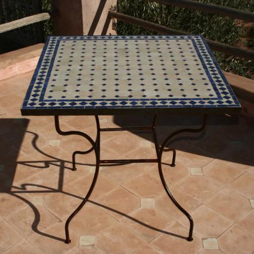 Table en zellige carrée 70/70 sur pied fer forgé, mosaique de céramique marocaine